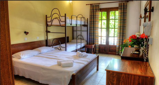 Philoxenia Bungalows - double room with bunk bed